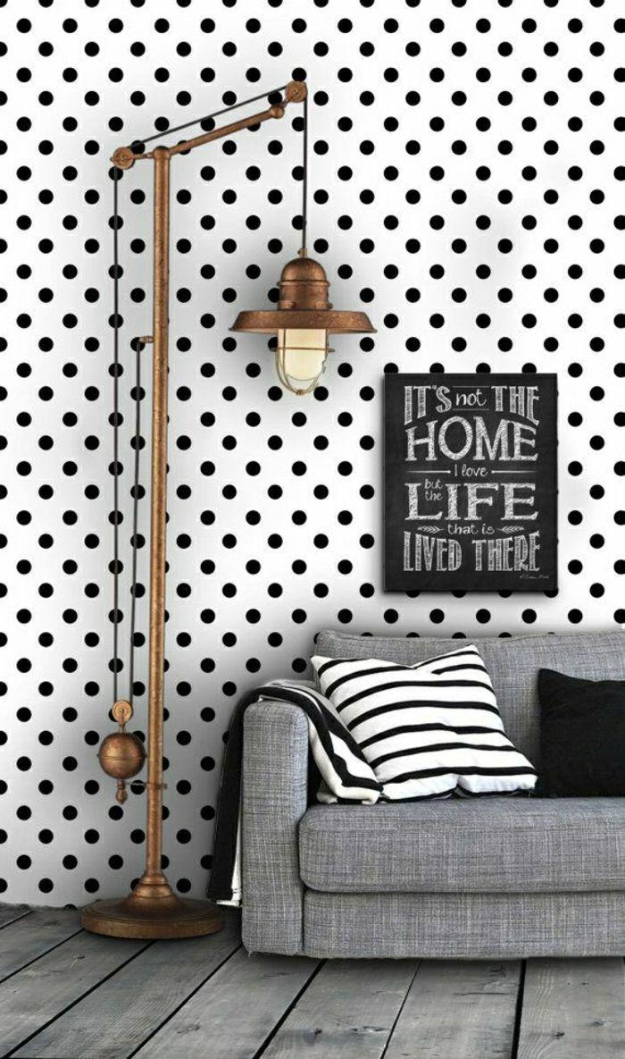 papier peint noir et blanc dans le salon moderne et canapé gris