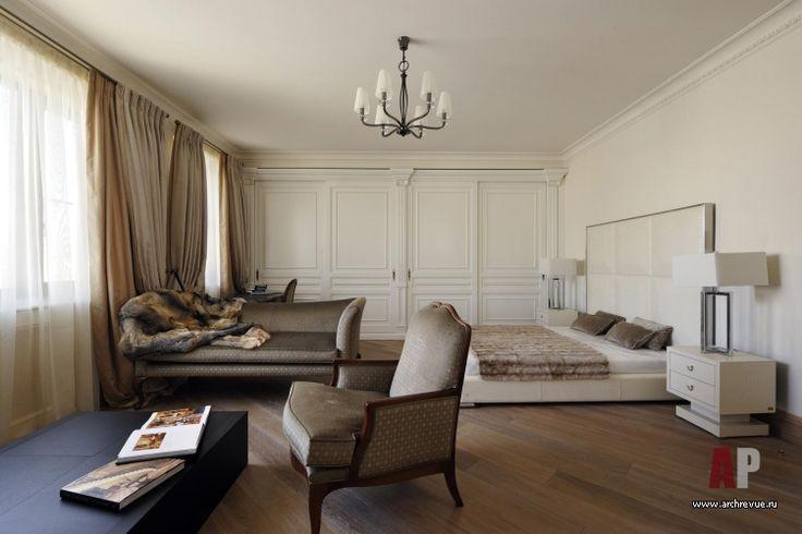 Спальни этой гостевой квартиры оформлены в легком классическом стиле, лишенном излишнего декора.