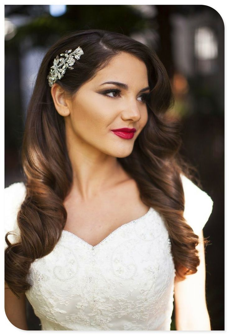 A Down Do With Loose Curls One Side Pulled Back Hair Piece It S Great Option For The Bride That Wants To Look Formal And Elegant But