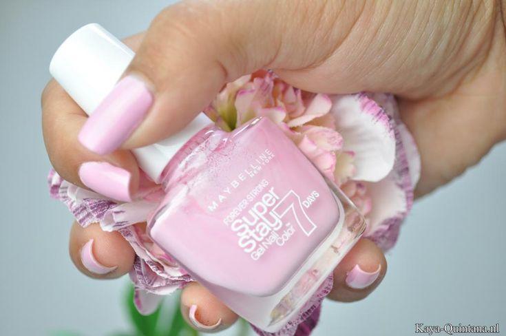 roze nagellak van maybelline