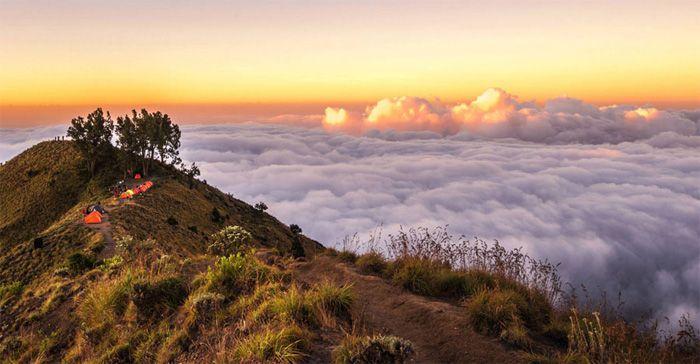 Kawah sembalun ketinggian 2639 meter rinjani