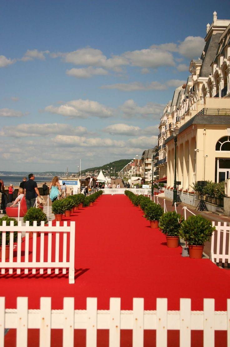 C'est le Festival du film romantique à @FESTIVAL DE CABOURG Tourisme !  Jusqu'au 15 Juin, venez jouer les stars à Cabourg ! © OT Cabourg