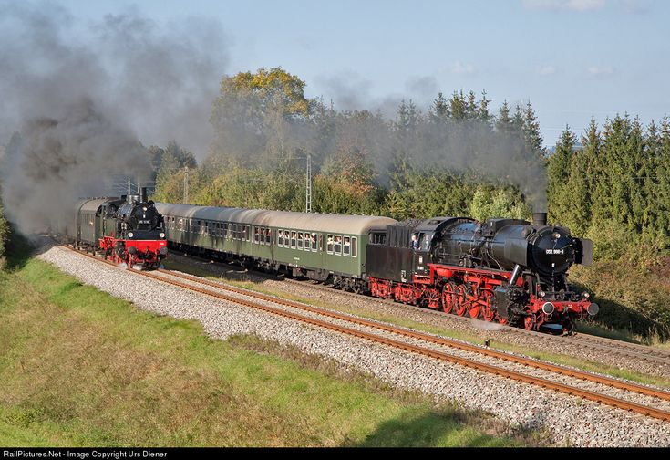 Parallel run of two steam trains during the Rottweiler Steam-Days. 052 988 of WTB Wutachtalbahn is leading train DPE 90166 to Spaichingen. The 2-6-2T tank lokomotive on the left side, 75 1118 of UEF Ulmer Eisenbahnfreunde, is leading train DPE 90156 to Schwenningen.