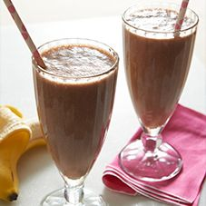 Classic Banana Split Smoothie 1 scoop Slim-Fast® 3-2-1 Plan™ Chocolate Royale Shake Mix 1 small banana, broken into chunks 3/4 cup fat free milk 1/2 cup ice cubes (about 3 to 4) 2 Tbsp. dry roasted peanuts ***Process all ingredients in blender until smooth.***