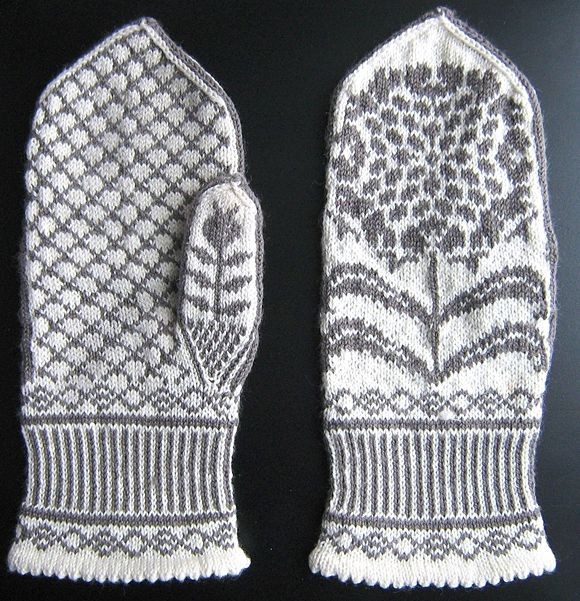 Chrysanthemums mittens: Knitty Winter 2011
