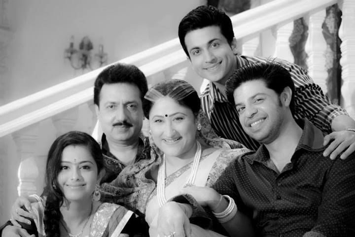 Avika Gor With Sasural Simar Ka Team