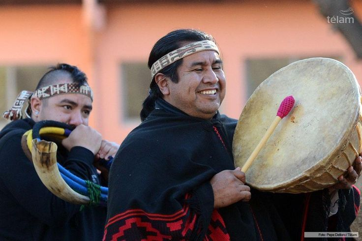 """Mapuches celebraron frente al río Limay, Neuquén, la llegada del """"Wiñoy Xipantu"""" o """"Año nuevo Mapuche"""": http://www.telam.com.ar/multimedia/galeria/horizontal/203-mapuches-celebraron-frente-al-rio-limay-neuquen-la-llegada-del-winoy-xipantu-o-ano-nuevo-mapuche/"""