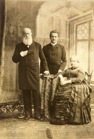 Pedro Augusto entre o Imperodor Dom Pedro II e a Imperatriz Teresa Cristina