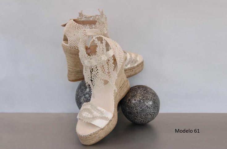 Las esparteñas de novia o también llamadas cuñas de novia fusionan la comodidad y la elegancia. Nueva colección de esparteñas en Entrenovias.