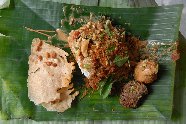 Craving for pecel Madiun, two spots of it weren't open this morning.