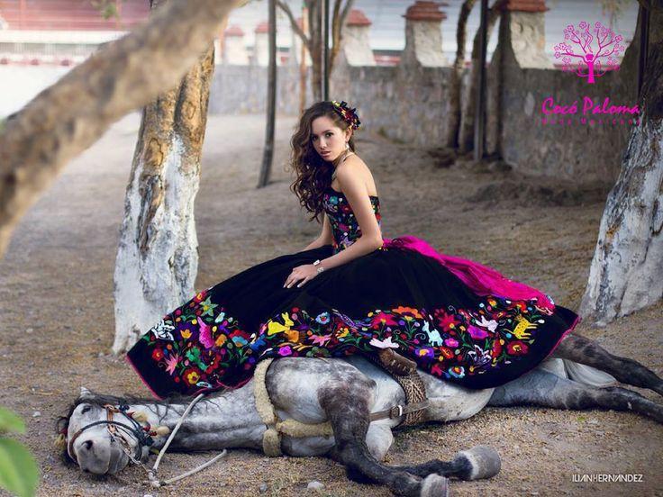 Vestido Quinceañera Estilo Mexicano.