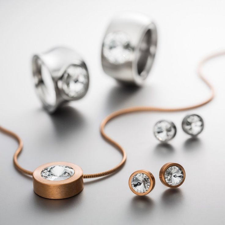 Earrings, pendant and rings in fine stainless steel and swarovski® crystals.