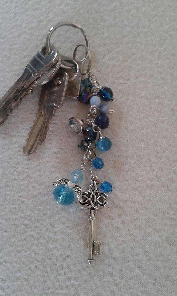 Kulcstartó kék gyöngyökkel