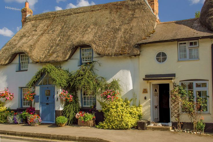Beautiful cottages at Haxton in Wiltshire. Credit Anguskirk