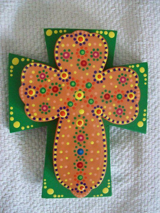 CRUZ doble, confeccionada en madera pintada y decorada con técnica de puntillismo...Ideal como recuerdito de Primera Comunión o Bautizo...