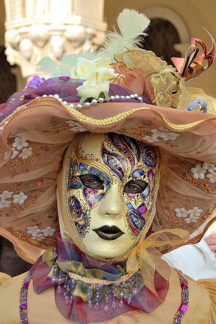 Soft colors,Carnaval de Venecia. #masks #venetianmask #masquerade http://www.pinterest.com/TheHitman14/art-venetian-masks-%2B/