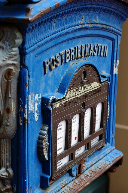 Postbriefkasten Royal / Royal mailbox by Maxi Winter (✿◕‿◕), via Flickr