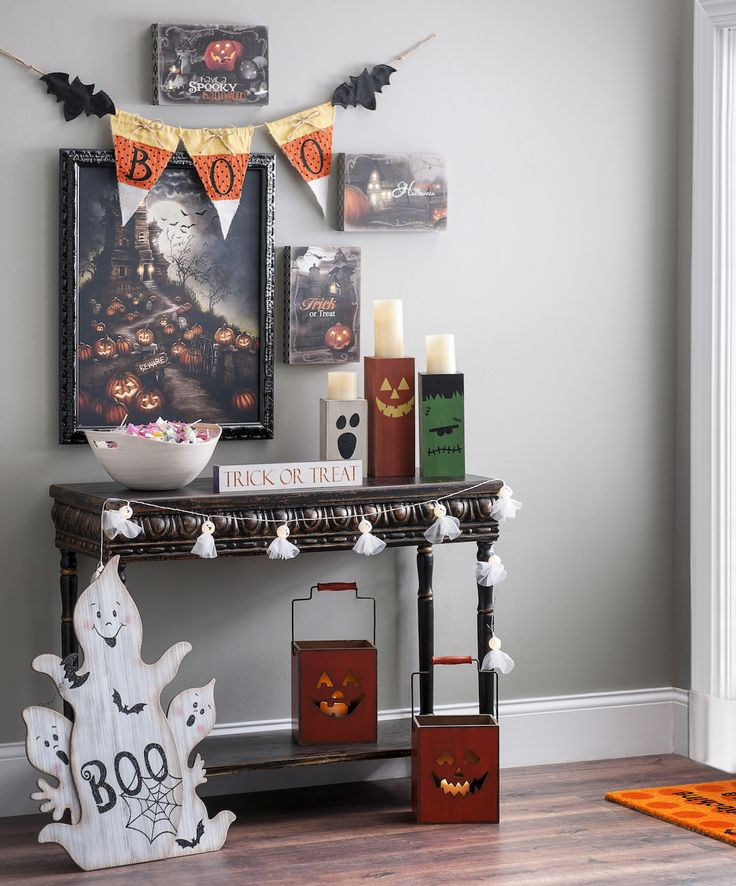 Spirit Halloween Wall Decor : Images about halloween decorating on