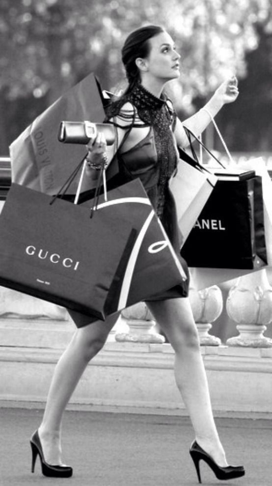 If i was a rich girl, that would soooo be me! You can tell she is rich based on her shopping bags