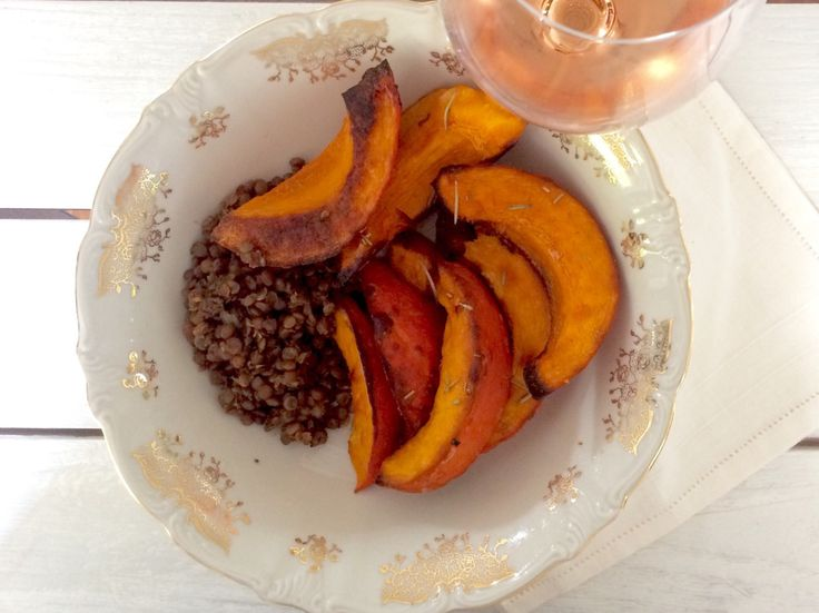 Zucca al forno con Lenticchie di montagna stufate 🍂 🎃 🍷 Ecco una ricetta…