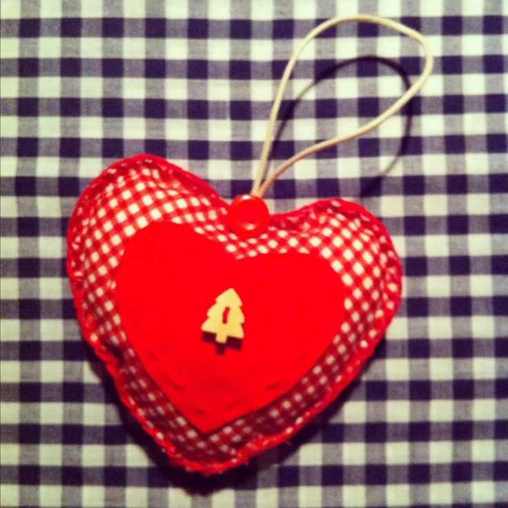 Christmas style stuffed heart. Home made Christmas decoration. Visit http://www.facebook.com/KittyAndTiz to find out how to buy