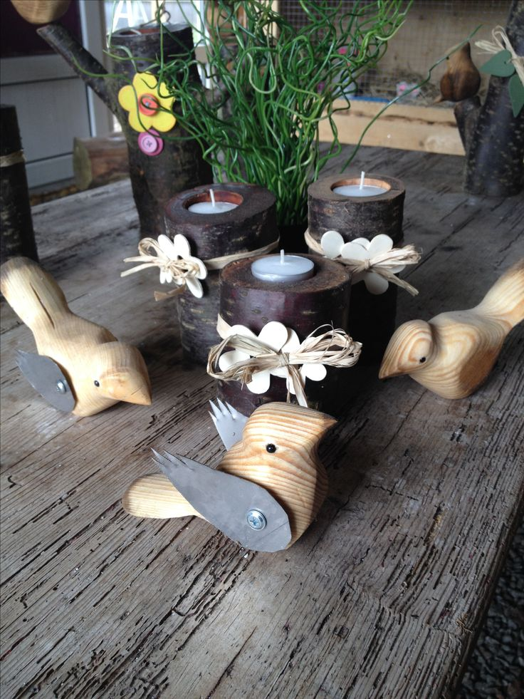kunsthåndværk fra Art VisTen, små fugle i træ, med metal vinger.  direkte salg fra eget værksted. Håndlavet, kunst. fugle, have design.