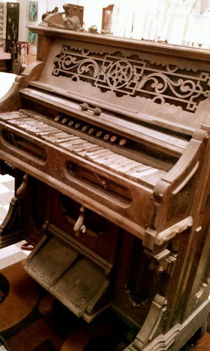 "Humblepie's Upcycled Pump Organ.  ""Before"""