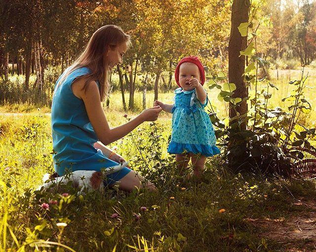 Красивые и солнечные. Фотосессия семьи, хорошенькие мама и дочка. #девочки #вголубом  #лето #фотосессия #фотоминск #фотографминск #солнечныйдень #детки #photoshoot #photographer #minsk  #minskgram #family #sunnyday #outdoors #fairytail #детскийфотограф #семейнаяфотосессия #беларусь #фотографбеларусь #наприроде #olgaezh