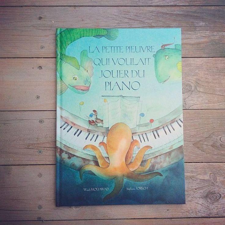 Découvrez l'un des plus beaux albums de l'année ! http://lesptitsmotsdits.com/la-petite-pieuvre-qui-voulait-jouer-du-piano/