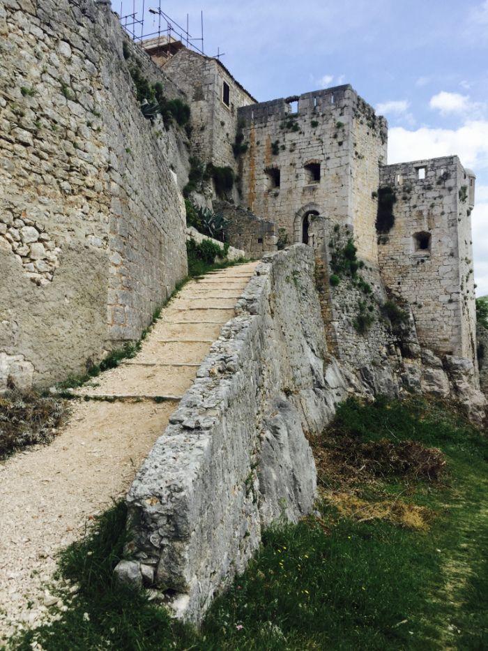 Plan a trip to Klis Fortress / Meereen, Croatia  #sunnydistrict #got