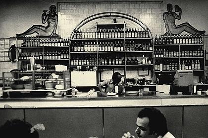 """Imagem do livro """"Ponto Chic: Um Bar na História de São Paulo"""". Livro de Angelo Iacocca. Editora Senac."""