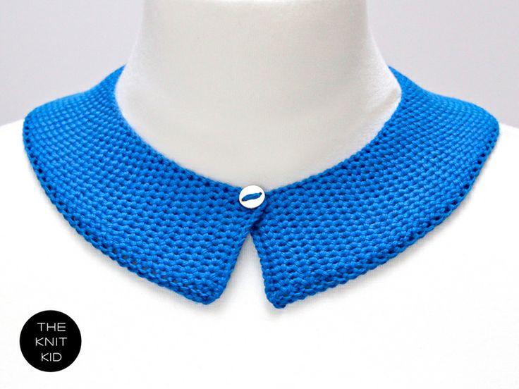 Kobaltblauer gestrickter Kragen aus einem Baumwollgarn.  Der Kragen lässt sich mit einen hauchfeinen silbernen Knopf verschließen. Knitwear, THE KNIT KID, theknitkid, fashion, knit, knits, design, knitting, Mode, Modedesign, Strickdesign