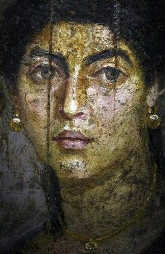 Un retrato femenino sobre panel de madera de Hawara, un sitio cerca del oasis de Fayum, Egipto, de fecha 54-68 dC, Museo Británico, Londres - (Foto AP / Pier Paolo Cito)