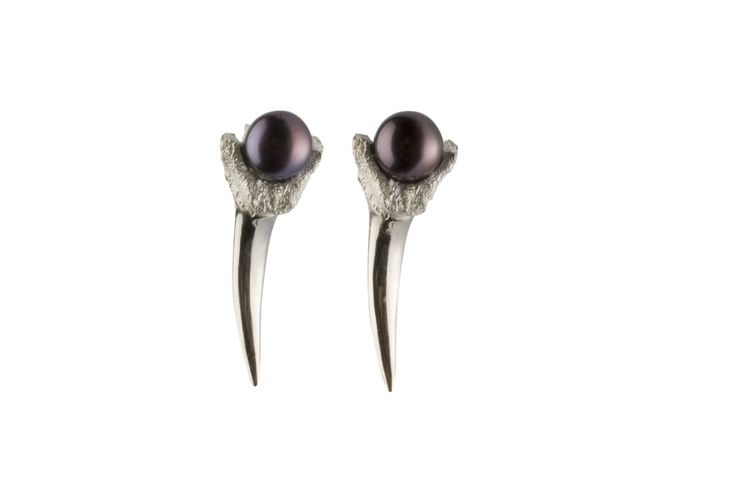 FANG PEARL EARRINGS / sterling silver ring, fresh-water pearl