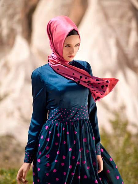 Foto : Untuk kamu yang tak punya banyak waktu dandan, hijab Turki sangat cocok dijadikan style sehari-hari.   Vemale.com, Halaman 5