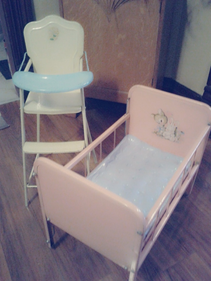 78+ images about Doll House..... Vintage Beds and Quilts ...