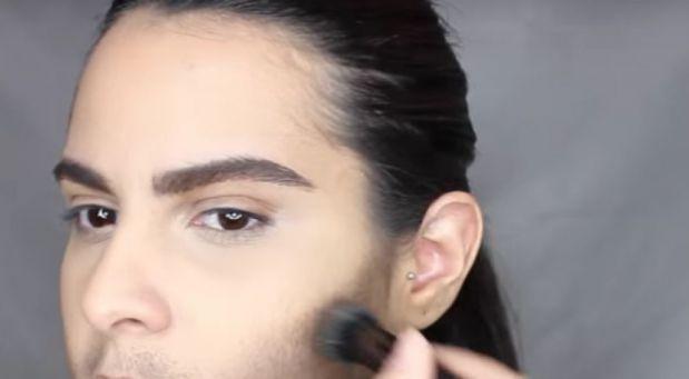 Žena všem doslova vzala dech! Pomocí make-upu se proměnila v přitažlivého muže.