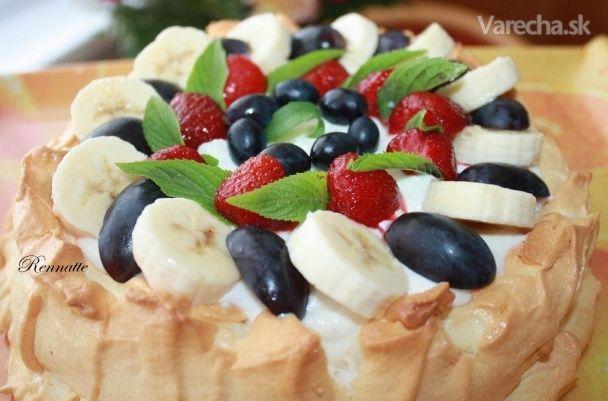 Snehová torta s tvarohom a ovocím (fotorecept)