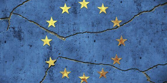 Aujourd'hui, l'Europe ne fait plus recette : la Grèce est en crise, l'euro remis en question, et certains partis politiques seraient même favorables à une sortie de leur pays de l'Union européenne. Et pourtant, l'Union jouit d'une bonne image à l'étranger,...