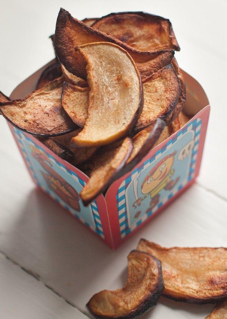 """Hoeveelheid: 2 personen Prep Time: 5 minutes Bereidingstijd: 3h 00 min Appelchips met kaneel By Mitch 31 oktober 2014 Het is Halloween! Verras de kinderen met deze gezonde snack in plaats van de """"normale"""" met-kunstmatige-suikers-volgestopte snoepjes. Daarnaast zijn er in het najaar altijd weer lekker zoete appeltjes verkrijgbaar. En met een klein beetje geduld en …"""