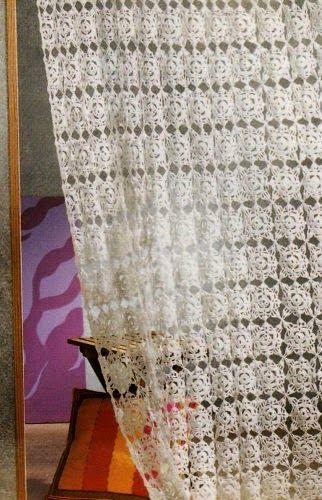 Lavori con l'uncinetto: Tendina con motivi quadrati