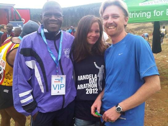 Craig Fry chatting to Willie Mtolo & Sav Davis after Inaugural Mandela Marathon 2012