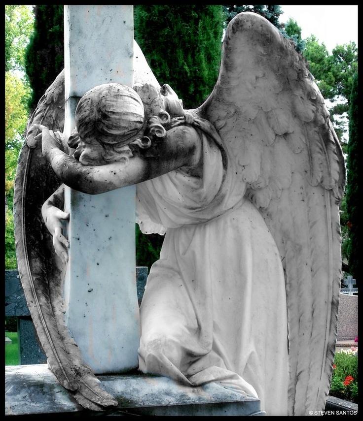 традиционного фото плачущего ангела котовладелец обязан иметь