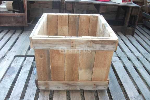 Foto de MACETERO de madera maciza reciclada de palets