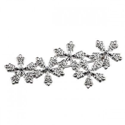 Kalevala Koru / Kalevala Jewelry / Lumihiutale-rintakoru / SNOW CRYSTAL BROOCH Designer: Terhi Koivisto, material: silver
