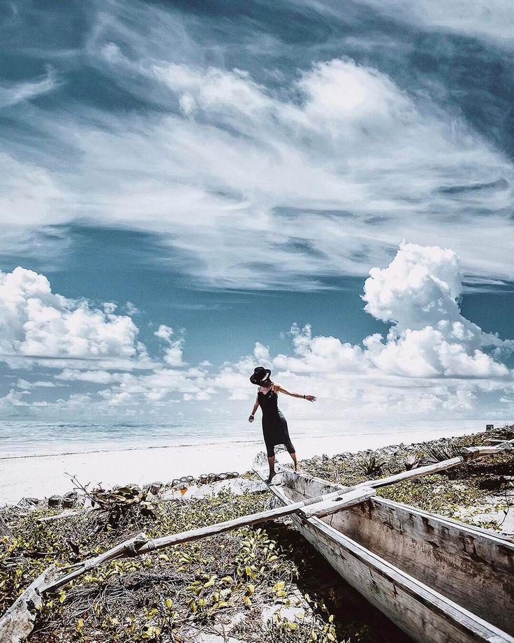 Сегодня рассказываем про еще один интересный аккаунт! И снова для вдохновения! 🌿 ⠀⠀⠀⠀⠀⠀⠀⠀⠀ Фото: @worduuup ⠀⠀⠀⠀⠀⠀⠀⠀⠀ Полина Казак (@worduuup) предпочитает дому дорогу и лица чужих городов и стран — своему. «Верхняя полка в поезде между Дели и Ришикешем — моя кровать», — говорит она. ⠀⠀⠀⠀⠀⠀⠀⠀⠀ «Так много людей, которые мечтают о жизни, которую не живут, о местах, в которых не бывали, о людях, с которыми не встречались. Жизнь — огромна. Вы не можете вдохнуть её, сидя дома, глядя на лица…