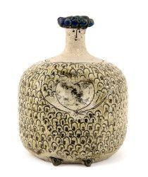Sveriges mest älskade keramiker Lisa Larson (f. 1931) presenteras äntligen i helformat på Röhsska museet. Utställningen bjuder på många igenkännanden, men ger också nya synvinklar på …