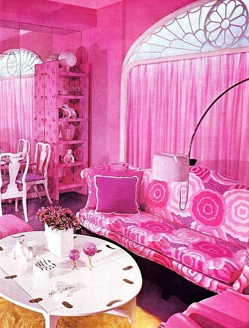Gorgeous pink living room influenced by the 70's #home #decor