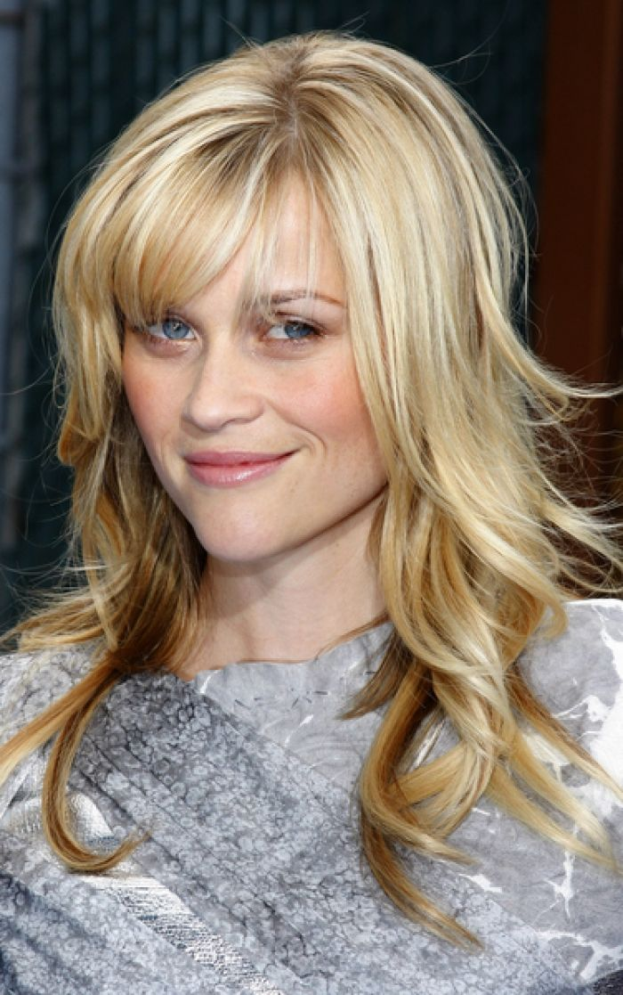 16 Photos of Hairstyles With Gorgeous Side-Swept Bangs
