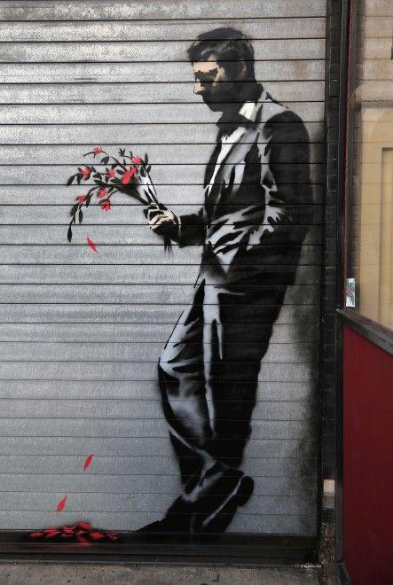 """''Esperando en vano"""" ( New York)  representa a un hombre que espera en vano a la puerta de un local de strip-tease , con un ramo de flores rojas cuyos pétalos caen al suelo . Mientras que las autoridades de la Gran Manzana continuar darle caza"""